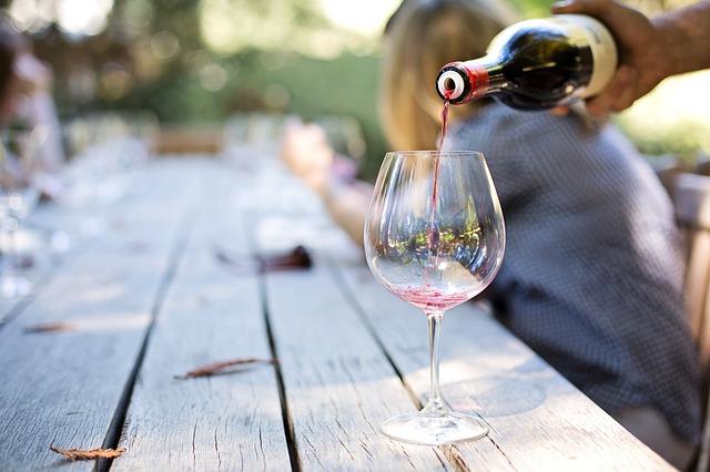 Ochutnávka vína.jpg