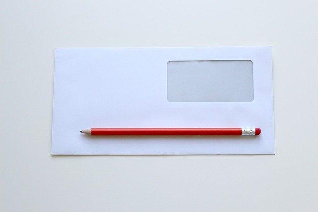 obálka a tužka